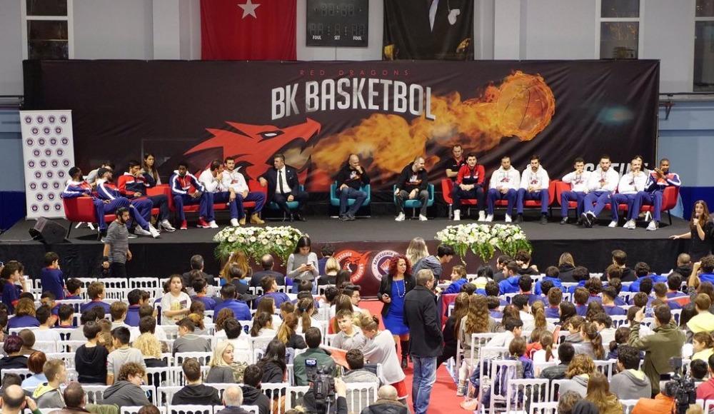Bahçeşehir Koleji'nin basketbolcuları, İzmir'de öğrencilerle buluştu