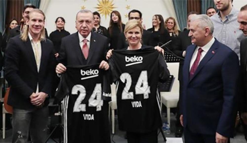 Vida, Cumhurbaşkanı Erdoğan İle Hırvatistan Cumhurbaşkanı Kitaroviç'e Beşiktaş forması takdim etti