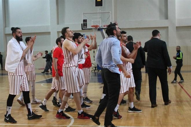 Yalova Belediyespor evinde Selçuklu Basketbol'u 2 sayı farkla 95-93 yendi