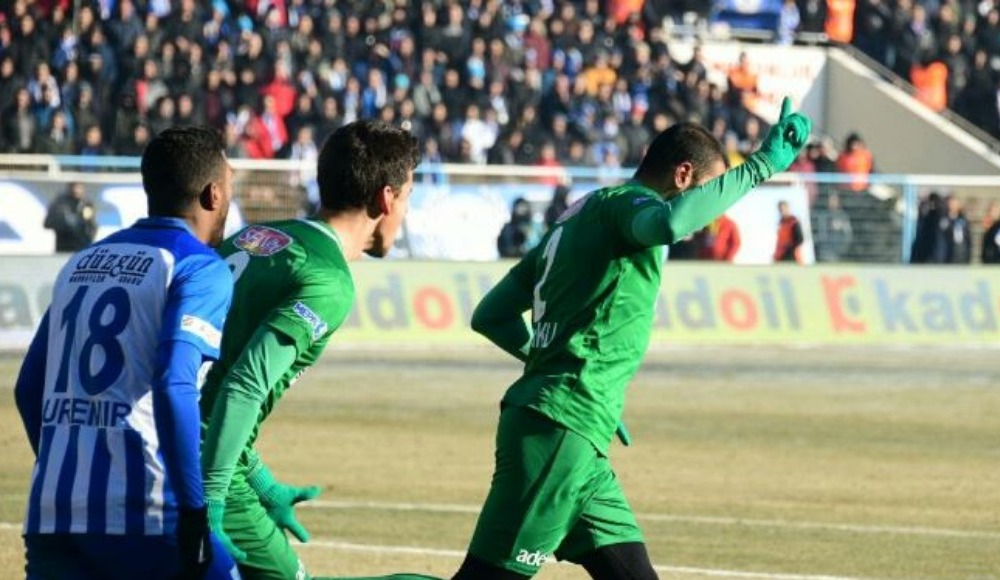 Konyaspor, Erzurum'da 3 puanı kaptı!