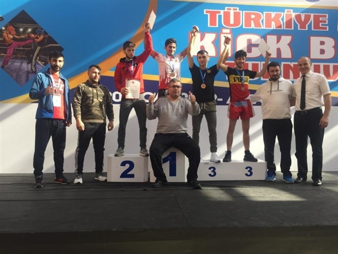 Kick boksta Türkiye şampiyonu oldu