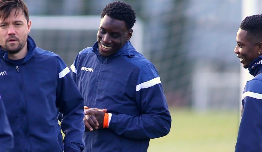 Başakşehir'in yeni transferi Demba Ba ilk çalışmasına çıktı