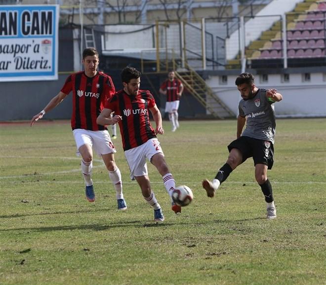 Manisaspor sahasında Utaş Uşakspor'a 4-0 mağlup oldu