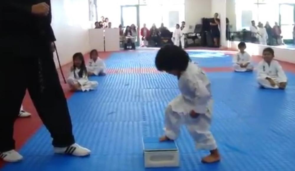 Video - Minik karateciden dikkat çekecek performans