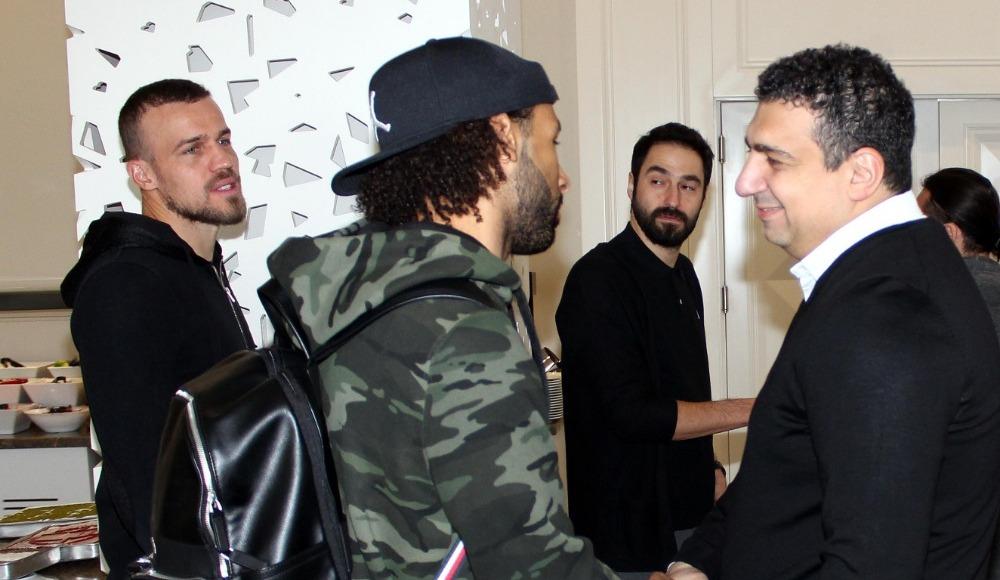 Antalyaspor Başkanı Ali Şafak Öztürk futbolcularla bir araya geldi