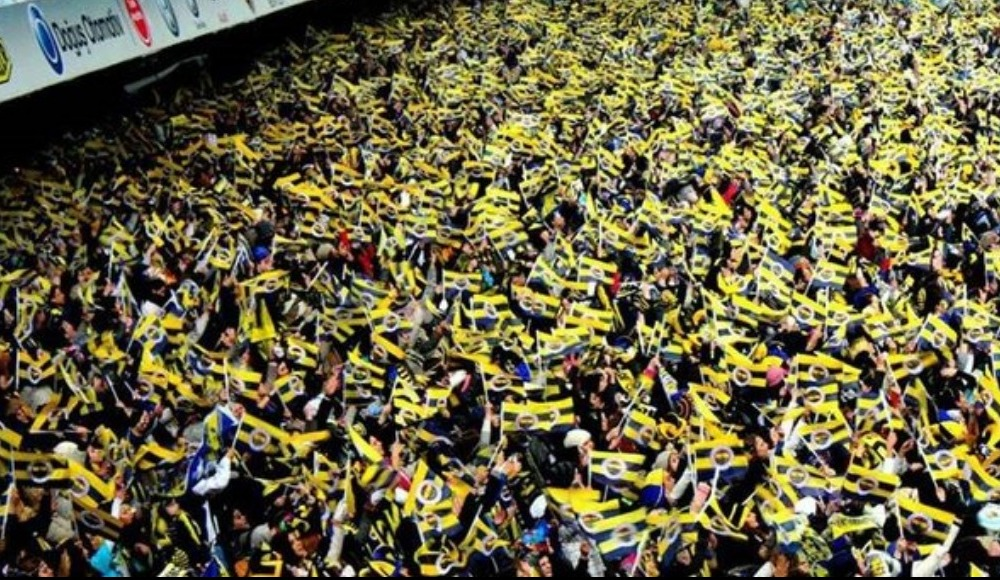 Fenerbahçe taraftarı Petersburg'ta da takımını yalnız bırakmadı