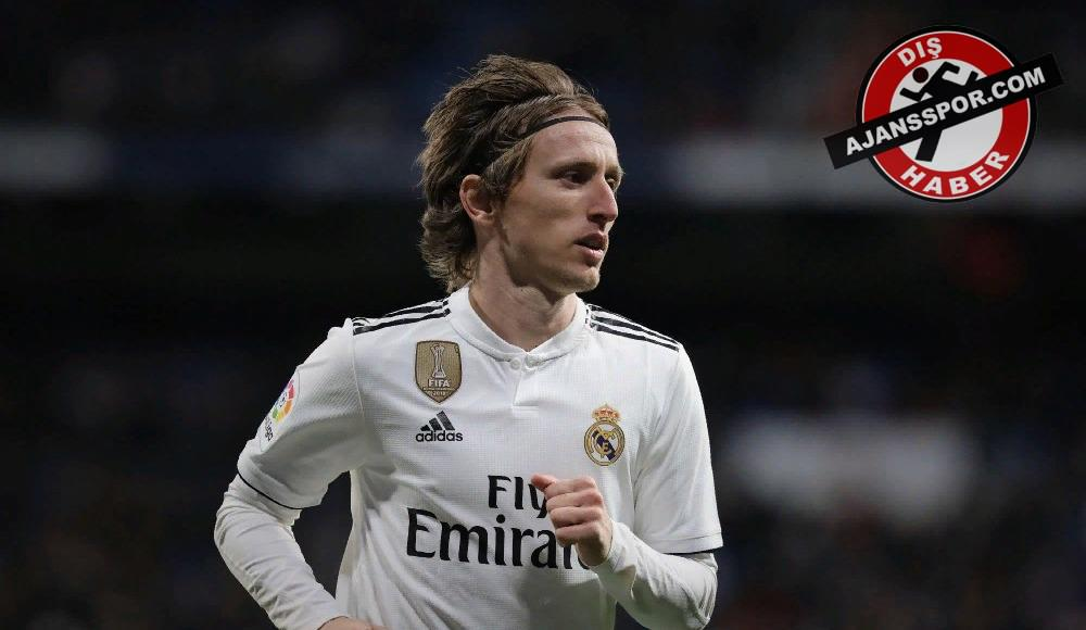 Luka Modric, Real Madrid ile uzatıyor