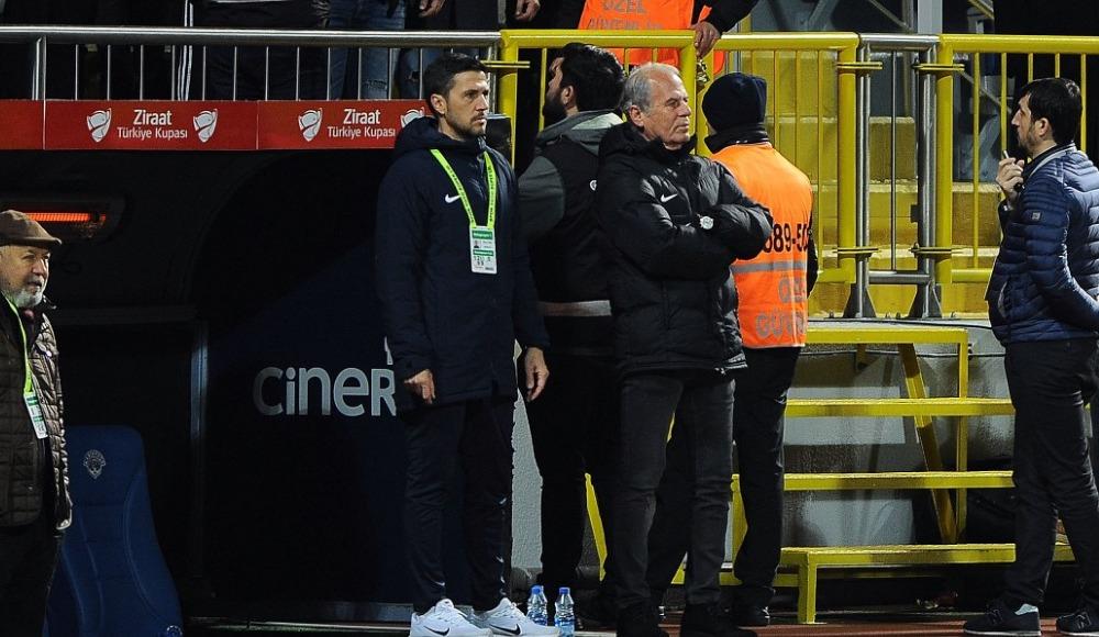 Kasımpaşalı taraftarlar Mustafa Denizli'yi istifaya davet etti