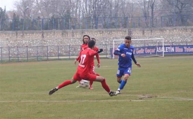 Niğde Anadolu FK, sahasında Gümüşhanespor'a 3-0 yenildi