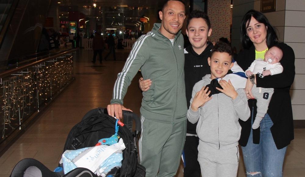 Yıldız futbolcu Adriano hafta sonunu ailesiyle geçirdi