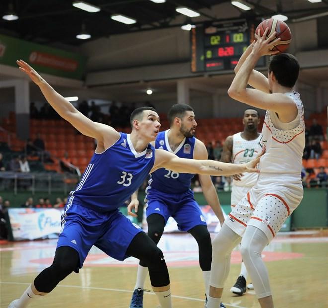 Banvit, İstanbul BBSK'yi farklı mağlup etti