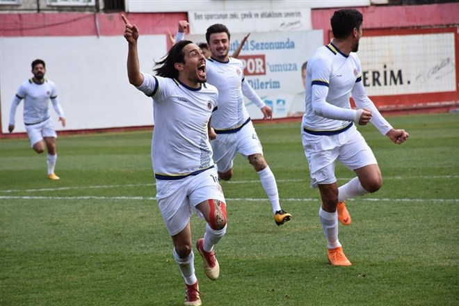 Menemen Belediyespor, sahasında Etimesgut Belediyespor'a 3-2 mağlup oldu