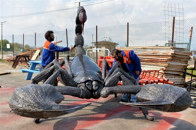 Antalyaspor için dev akrep heykeli