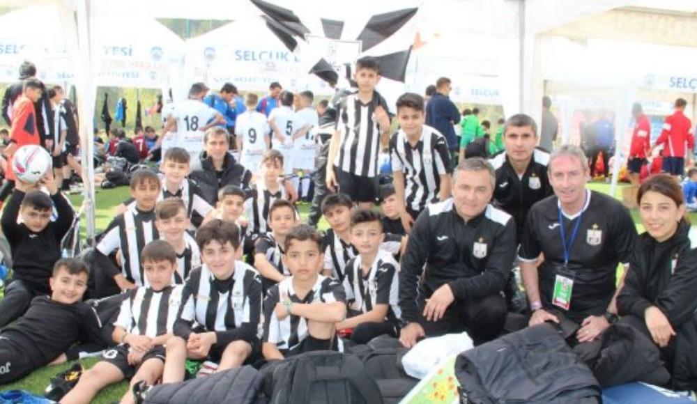 Azeri çocuklar İzmir'de yabancılık çekmedi