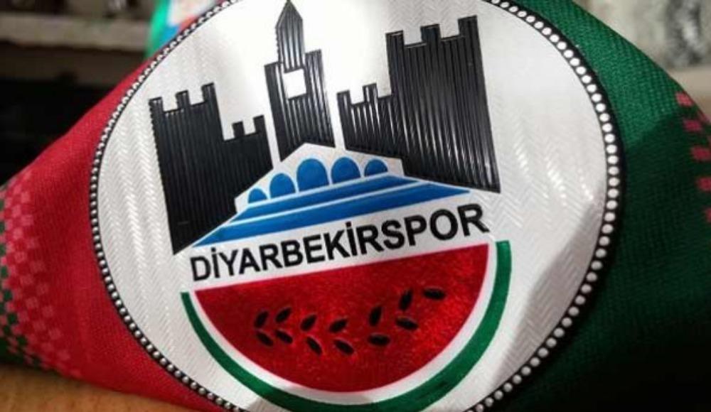 Diyarbekirspor Başkanı futbolcusunun boğazına bıçak dayadı! Canlı yayında flaş sözler...