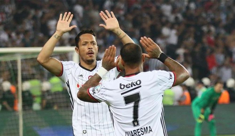 Beşiktaş'ta Adriano krizi devam ediyor