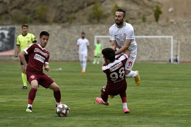 Gümüşhanespor, sahasında İnegölspor'u 1-0 mağlup etti