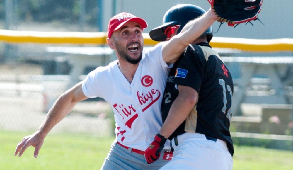 """Murat Pazan: """"Beyzbolu uluslararası arenada da temsil etmeye başladık"""""""