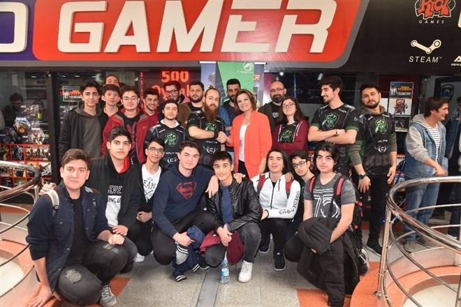 İzmit'te League Of Legends turnuvasına yoğun ilgi