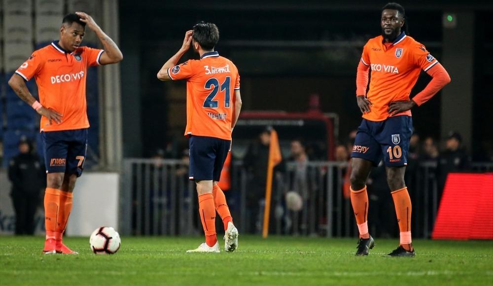 Adebayor'la birlikte üç transfer yolda!