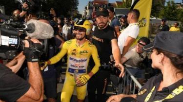 Fransa Bisiklet Turu'nun 13. etabın Julian Alaphilippe kazandı