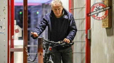 Galibiyeti aldı, bisikletle eve döndü!
