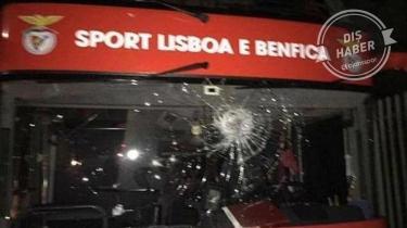 Benfica karıştı! Otobüse taşlı saldırı...