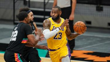 "LeBron James ""triple-double"" yaptı, Lakers kazandı"