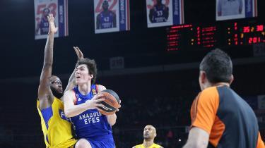 Anadolu Efes evinde Maccabi'yi devirdi!